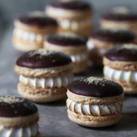 Bakers Royale  » S'mores Macarons