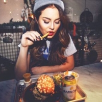 You're Sad, Not Hungry: 5 Ways To Identify Emotional Eating