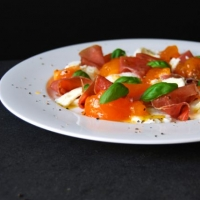 Persimmons, Mozzarella di Bufala, Prosciutto di Parma and Basil :  eat in my kitchen
