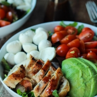 15 Minute Avocado Caprese Chicken Salad with Balsamic Vinaigrette | Easy Dinner Recipes