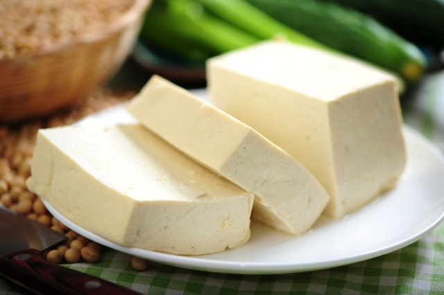 お皿にのった豆腐
