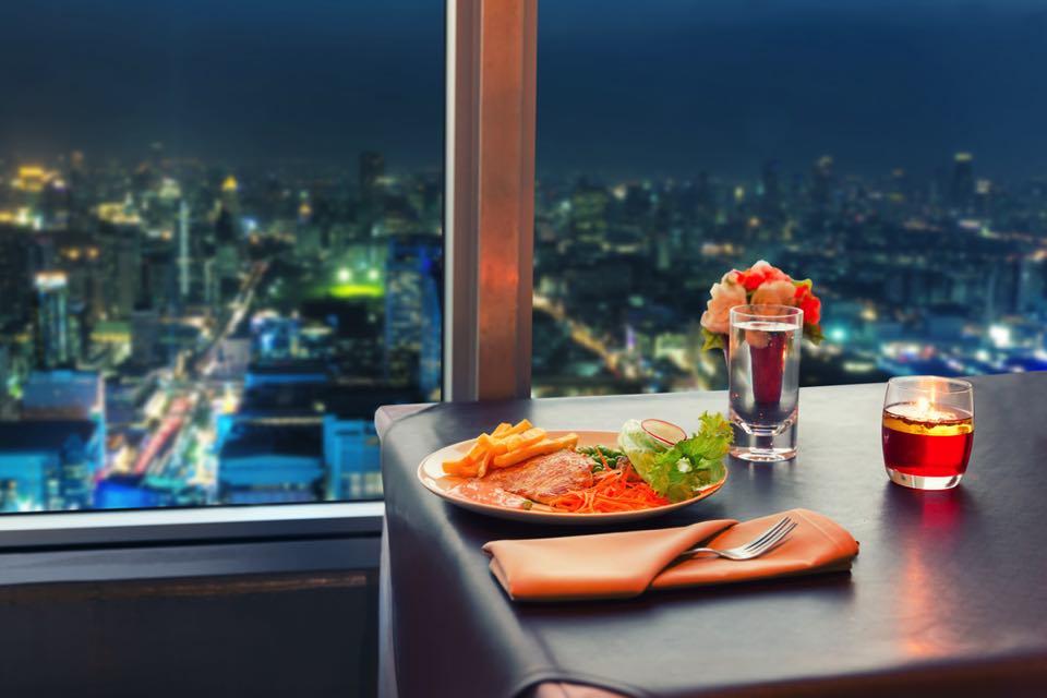 夜景を見ながらディナー