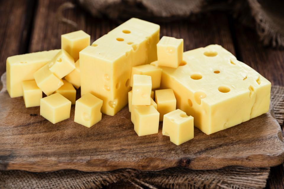 チーズの王様!「エメンタールチーズ」の魅力とおすすめレシピ