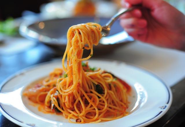 フォークで絡めとったスパゲッティ