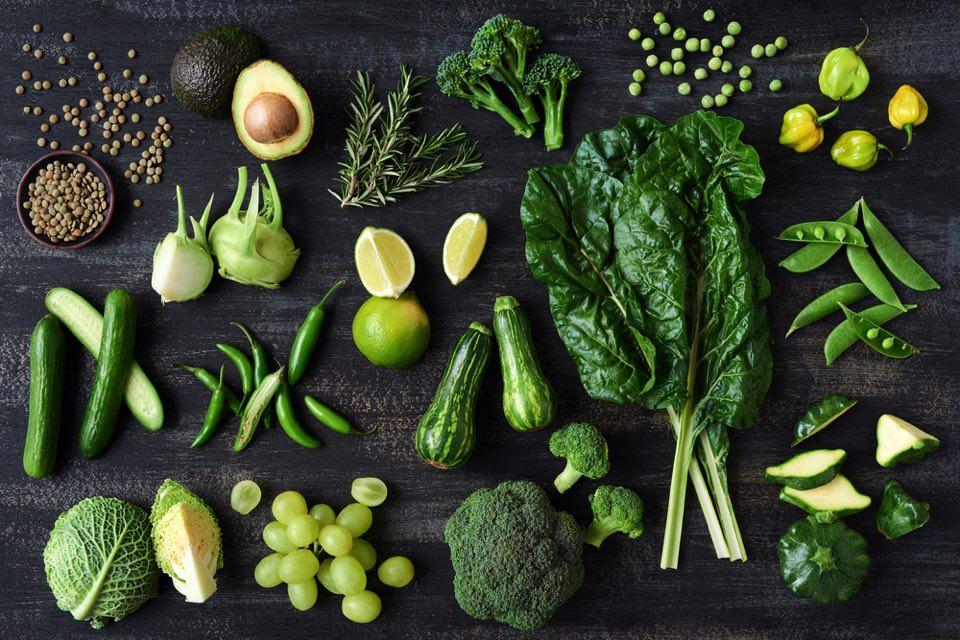 緑の野菜を上から撮った画像