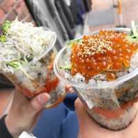 鎌倉の新名物!「はんなりいなり」の食べ歩きグルメが小町通りを席巻中
