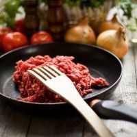 ひき肉で豪華レシピ!簡単にできる節約ステーキの作り方をご紹介