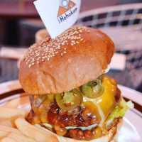 バーガー好きなら要チェック。神宮前「カフェホホカム」でグルメなバーガーを味わおう!