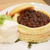 くりぬきパンケーキに小豆たっぷり♩「ヴォイヴォイ」のパンケーキが魅力的