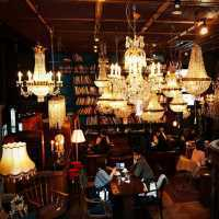 アンティークとカフェが融合した隠れ家的名店「グローブ カフェ」