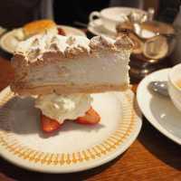 まさかの逆さま!? 鎌倉「ブンブン喫茶店」のスノーフレークケーキに釘付け♩
