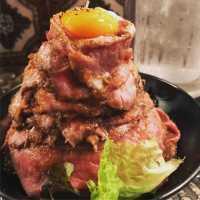 高田馬場「レッドロック」のローストビーフ丼は肉食男&女子の夢そのもの