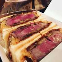 揚げたてジューシー♩大阪「北新地サンド」の絶品カツサンドに舌鼓