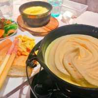 ふんわりムース仕立て⁉︎ 大阪「チーズクラフトワークス」のチーズフォンデュが気になる♩