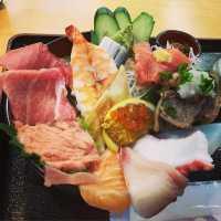 ネタでご飯が見えない!駒形『野口鮮魚店』の海鮮ちらしは究極のコスパ丼