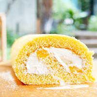 ココナッツの香り♩しっとりふわふわ「フルーツロールケーキ」のレシピ