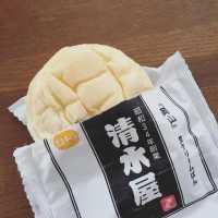 一日2万個売れる!? 岡山「清水屋」の生クリームパンは究極ふわもち食感♩