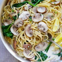 Creamy Mushroom Pasta | Easy Delicious Recipes