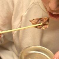 【食べ方のキホン】ぽろぽろ落ちるネギを綺麗に!ネギタン塩の上手な食べ方