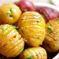 Garlic Roasted Potatoes | Easy Delicious Recipes