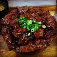【東京都内】ガッツリ激ウマな「肉丼」を食べられるお店9選