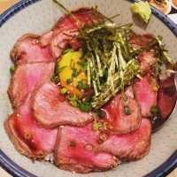 浜松町「焼肉ここから」のランチ「ローストビーフ丼」はコスパ最強!