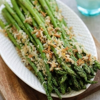 Asparagus with Lemon Parmesan Breadcrumbs | Easy Delicious Recipes