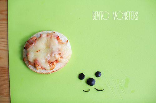 簡単に作れちゃう「ドッグピザ」のレシピ
