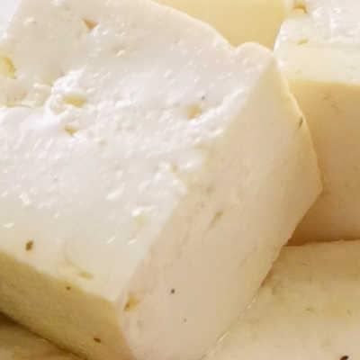 漬け込んで絶品!まるでチーズな豆腐のなめらかマリネ