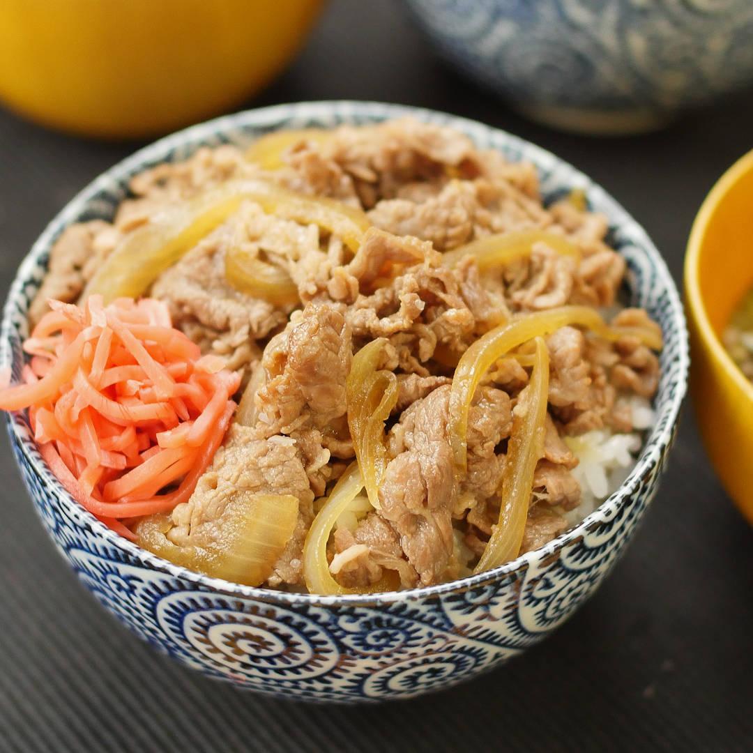 忙しいあなたの味方!牛丼の基本の作り方&アレンジレシピも