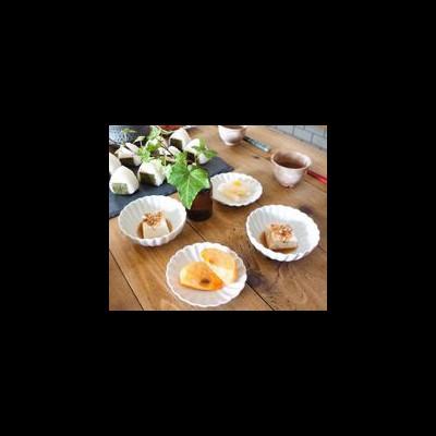 人気のデザインがセリアに!「菊型皿」ひとつで食卓にパッと花が咲く♪
