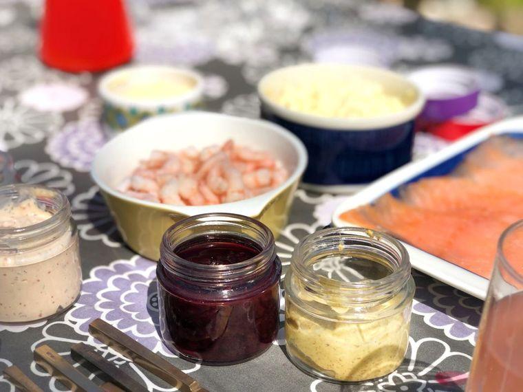 ホームパーティーに作りたい!デンマーク発のオープンサンド「スモーブロー」がおしゃれの画像