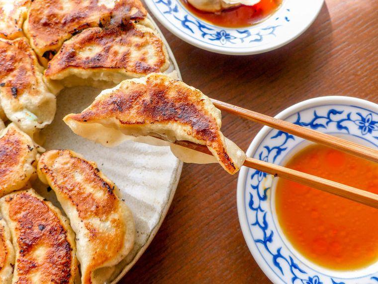 王道がウマい♪ キャベツを使った「焼き餃子」の作り方の画像